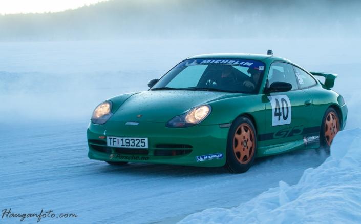 Herlig Porsche GT3 i fint driv, som vi ser på neste bilde, i VELDIG FINT driv...