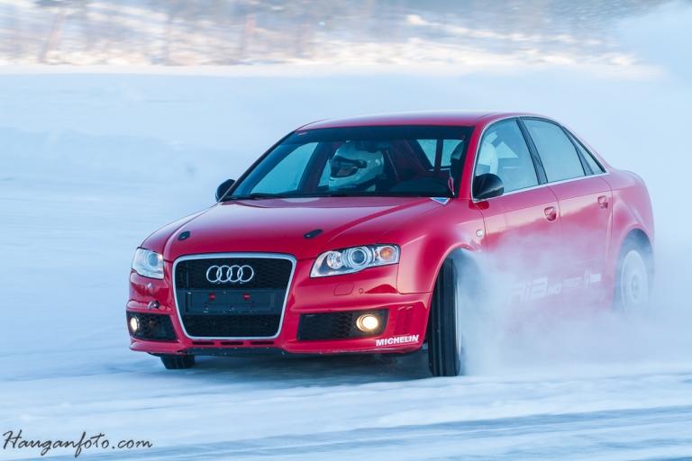 Audi RS4 med ispigg. Jeg satt på to runder. Det tok ikke lang tid for å si det sånn! Full sladd og ca 170 gjennom hele storsvingen i vestenden på sjøen....Herlig!