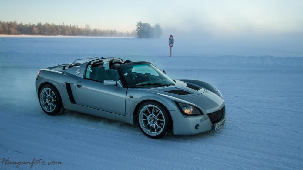 Opel Speedster på vei inn på banen.