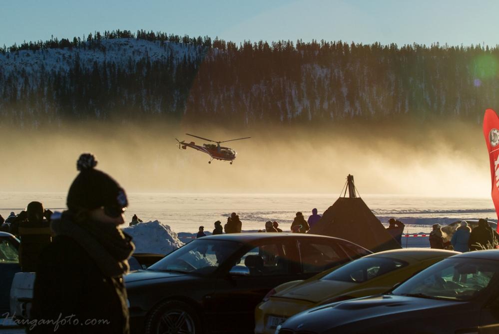 Stuntpiloten, fortsatt uten nerver, svinger spakene og gjør ting som egentlig ikke skal gjøres med helikopter ;-)