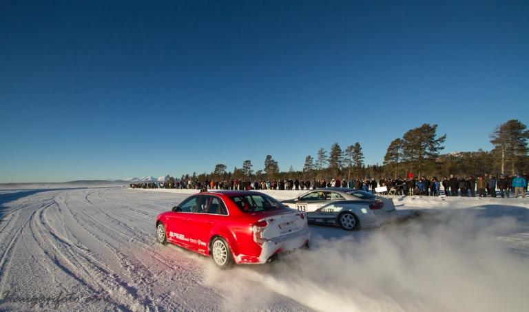 Audi vs Audi, bensin vs diesel. Bensin var først i mål. Mye publikum a gitt!