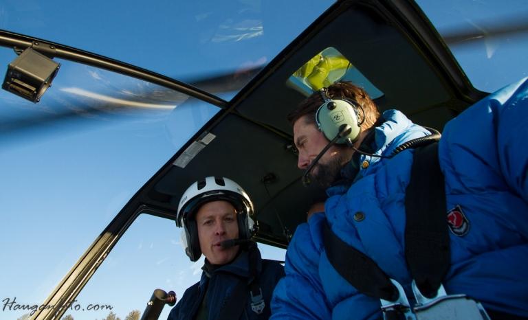 Så tok det helt av (bokstavelig talt!). Jeg ble plassert i helikopter med følgende oppdrag; ta oversiktsbilder av banen. Så da var det bare å spenne seg fast, putte i nytt minnekort og varme opp avtrekkerfingeren. Forøvrig veldig hyggeli pilot og hjelpemannskaå fra http://www.helikopter.no/