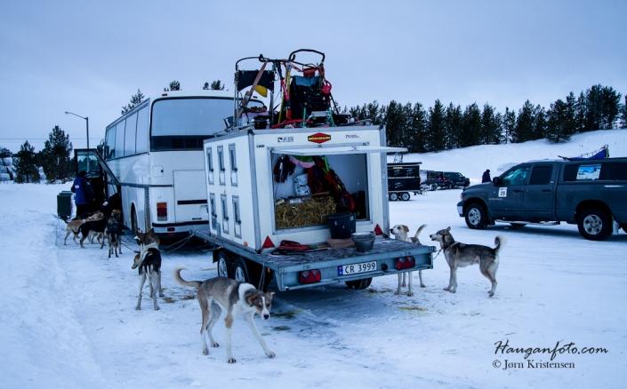 Utstyret i orden! Mye stilige ekvipasjer og diverse omgygde kjøretøy. Det gjelder å lage litt komfort på tur.