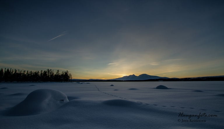 Det er meget artig å komponere med snøhauger og fjell og prøve å få til noe stilig.