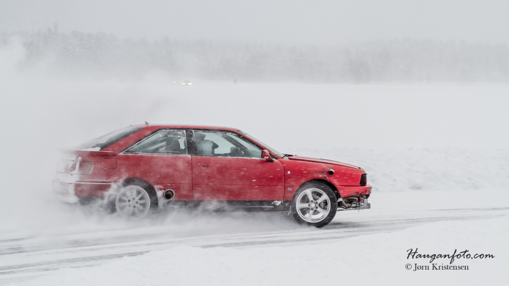 Mye ekstra høl i siden på bilen her... Gikk fort, lagde mye lyd og sjåføren kunne sine saker :-)