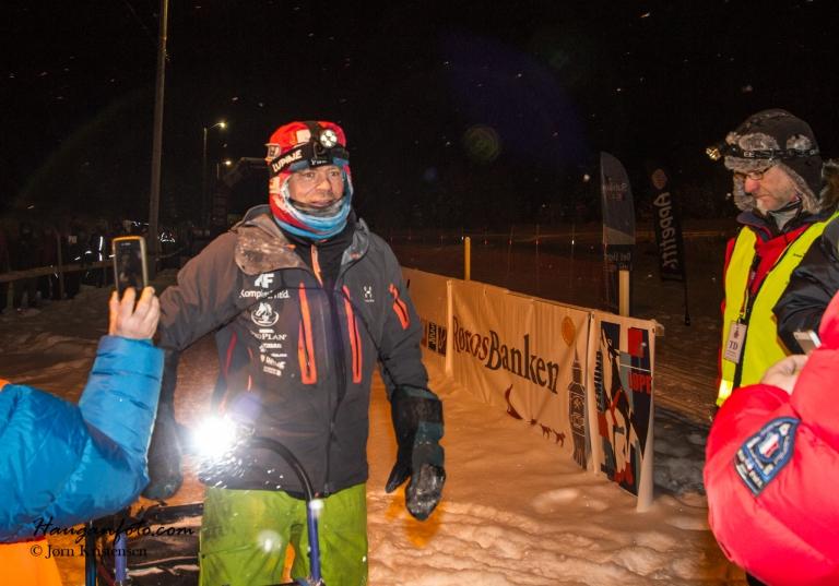 Rimelig tidlig startnummer (29) kombinert med at Lars kjørte rett i gjennom i Tufsingedalen gjorde at han kom først til Drevsjø. Da ble unga glad da!