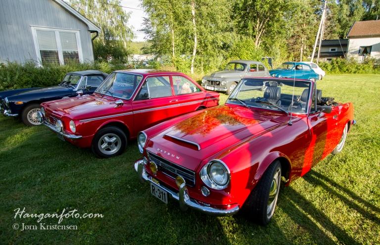 Nærmeste bilen er en Datsun fra 1969. Pene linjer og  herlig lyd i bilen.