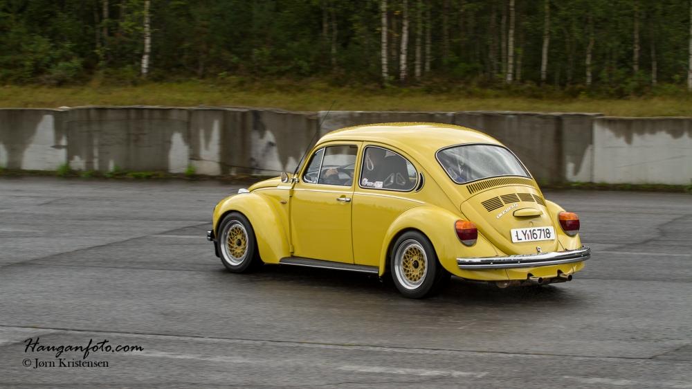 Skikkelig flott bil, dette gule lynet. Gjennomført stil.