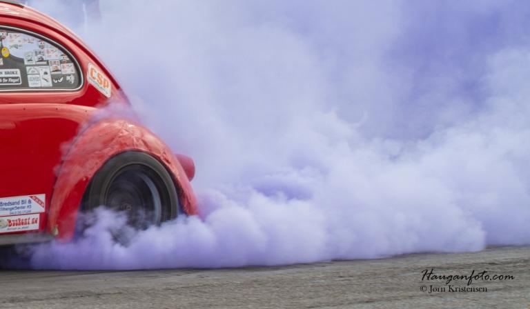 Så dro Total Recall til med en burn out som var såpass at bilen begynte å røyke litt på steder som ikke skal røyke så veldig mye :-)