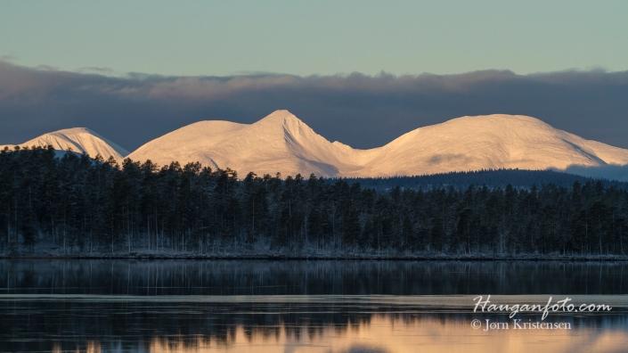 """MorgeSølen igjen. Her fra badestranda på Drevsjø. Et """"på-vei-til-jobb-foto"""". Kamera i bilen. Alltid."""