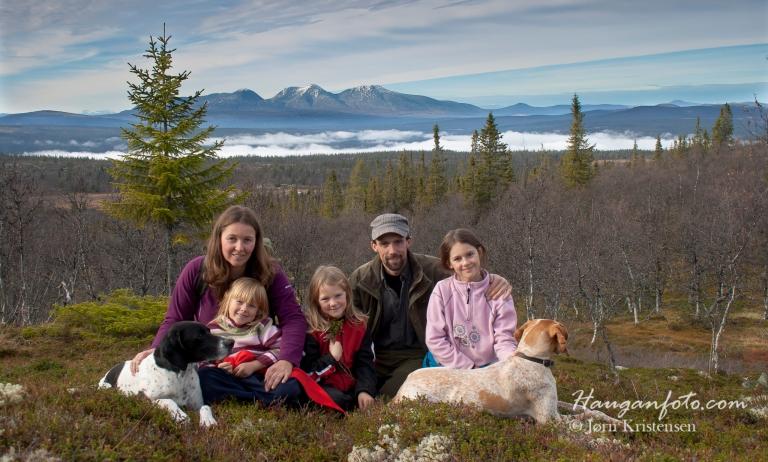 FamilieSølen. Joda, fjellet er også en fin kulisse å ha i bakgrunnen på bilder av helt andre ting. Dette kommer jeg tilbake til :-)