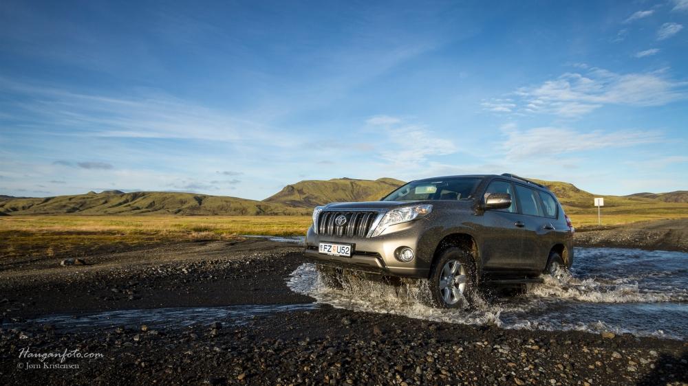 LandCruiser i islandsk elv.  Tøffere blir det ikke
