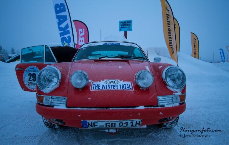 Ikke verst syn å bli møtt med dette :-) 1972 modell Porsvhe 911 2,4 L.