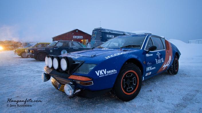 Denne bilen, en Renault Alpine fra 1974, er ikke en biltype man ser hver dag. Ikke i Norge i alle fall. Knallstilig. Husker jeg hadde en slik matchbox-bil.