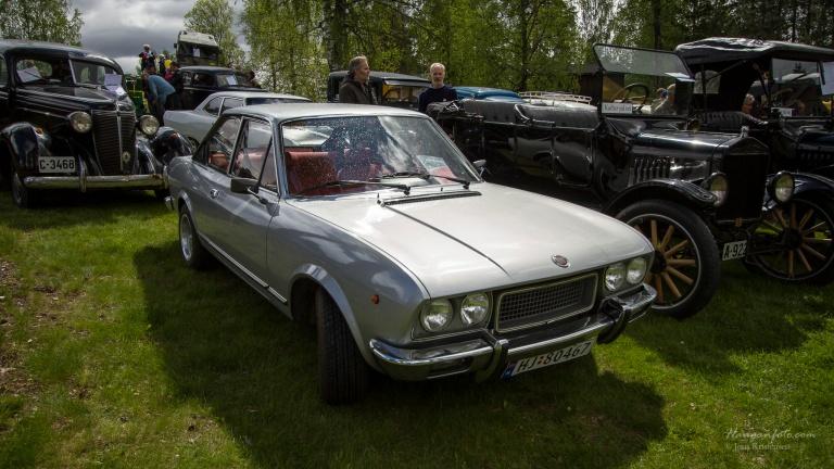 Dagens andre Fiat. En 124 sport. Steike fine linjer.