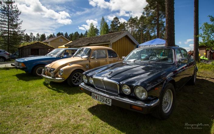 Gullklumpen i midten, med Granada til venstre i bildet og en 1985 Jaguar XJ til høyre. Jeg hadde en lang og hyggelig prat med Jaguareieren fra Jømna. Skikkelig fin bil.  (og takk for praten :-) ).