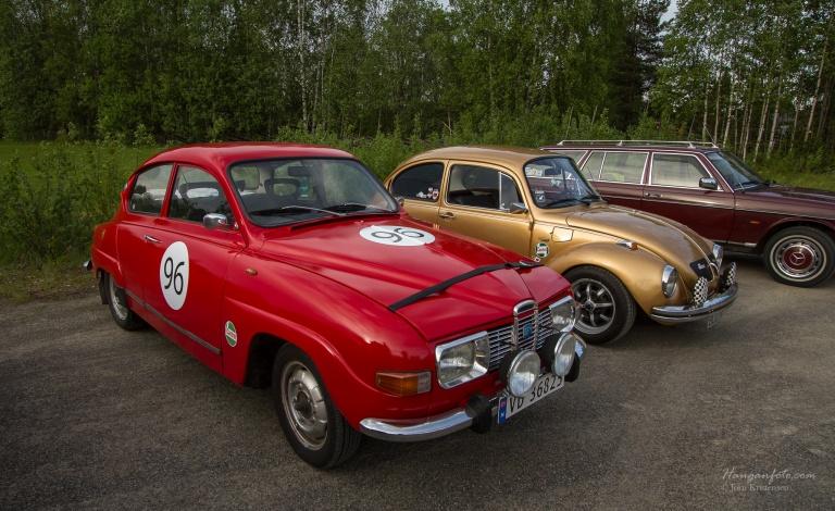 Saab'en til Tord som er lakkert med båtlakk fra biltema hjemme i garasjen, er en skikkelig stilig bil. Lakken ble fin den! og med litt stæsj her og der har han fått et personlig preg på bilen. Herlig.
