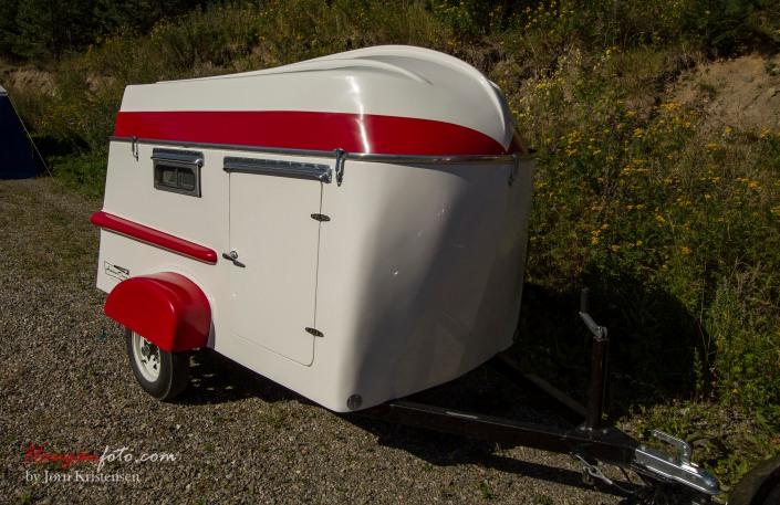 Campingvogn med båt som tak/på taket ble en skikkelig snakkis. Stilig var den!