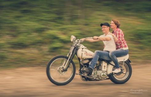 Øystein, Marianne og en Harley Davidson.
