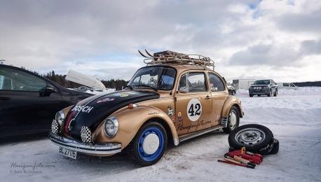 Skrupigg foran og piggfritt bak. Har skal det kjøres bredt! (Fungerte fint, men neste år blir det vanlig piggdekk bak).