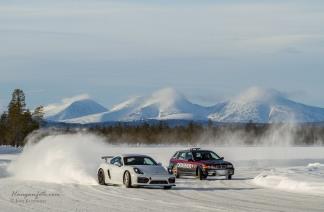To faste festivalløver i pen sladd med Sølen bak. Roy Hansen og Finn Arne Sivertsen er alltid på plass, alltid i godt humør og behersker kunsten å kjøre på is!