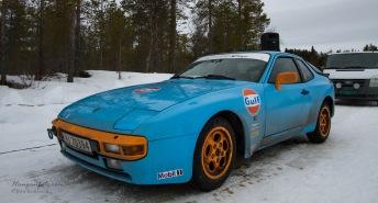 Flott utstråling på denne 944'n. Blir ikke kjørt på henger til bana, men på hjula. Respekt.