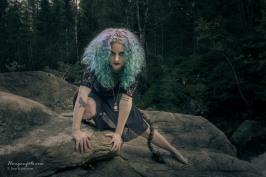Huldra ved Øksna Falls (Ingrid Jackson)