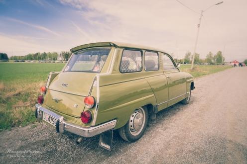 Saab stasjonsvogn. Rund foran, firkantet bak.