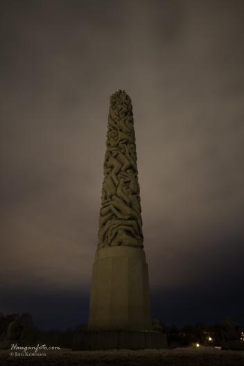 Monolitten by night.