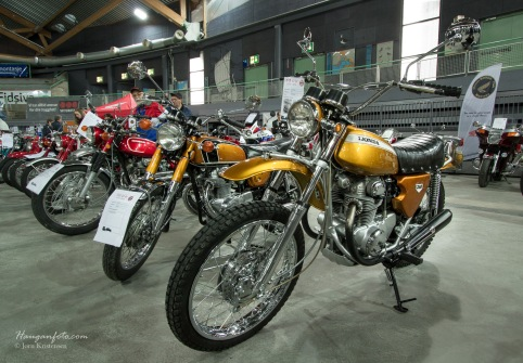 Skikkelig fine sykler var også utstilt. Honda i gull og krom er aldri feil